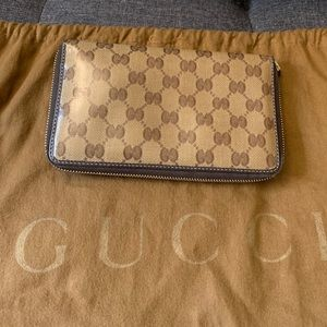 💯 Authentic Gucci Crystal Monogram Zip Wallet
